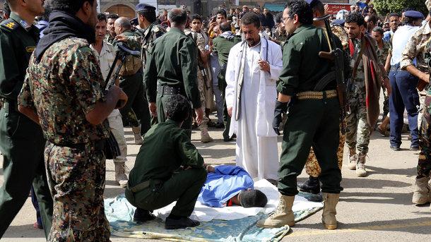 LiveLeak Gallery: В Йемене разбился вертолет арабской коалиции: есть жертвы