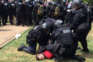 В американском городе объявлено чрезвычайное положение после уличных столкновений