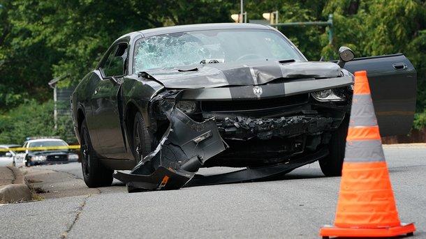 Автомобиль, врезавшийся в людей. Фото: AFP