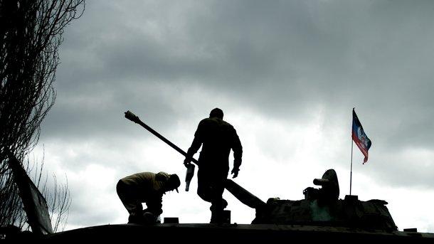 Вооруженные боевики пытались украсть арбузы. Фото: AFP