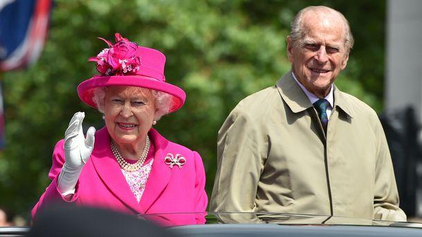 Королева Елизавета со своим супругом