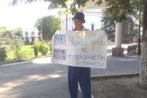 В Крыму задерживают пенсионеров-митингующих: появилось видео