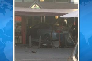 В пригороде Парижа авто протаранило пиццерию, погиб ребенок
