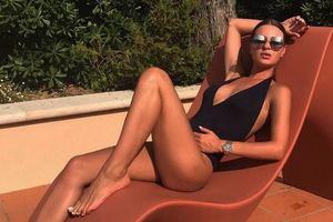 """Жена футболиста Гладкого """"разорвала Instagram"""" утонченной фигурой на пляже"""