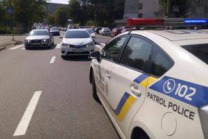 В Киеве автомобиль сбил ребенка на пешеходном переходе