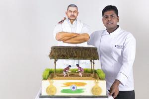 В Дубае испекли самый дорогой торт в мире (видео)