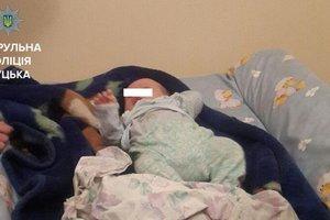 В Луцке копы спасали младенца от пьяной матери: мальчик в реанимации