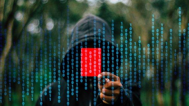 Украинский хакер, причастный квзлому серверов Демпартии США, допрошен ФБР