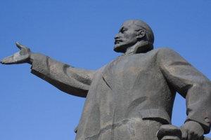 Всех убрали: памятники Ленину в Украине остались только в оккупированных районах