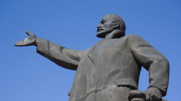 Вукраинских городах снесли все монументы Ленину