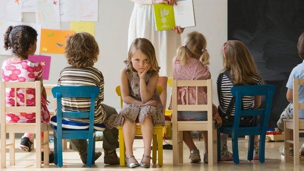 Не стоит отказываться от садика сразу, если ребенок не хочет туда идти