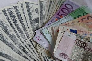 Гривня выросла к доллару и евро