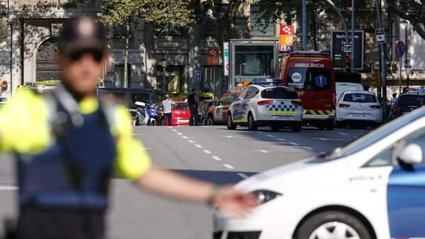Исполнителем теракта вБарселоне мог быть 18-летний парень,
