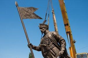 В Харькове установили памятник легендарному атаману: появились фото