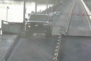 Американец за рулем автомобиля перепрыгнул разведенный мост