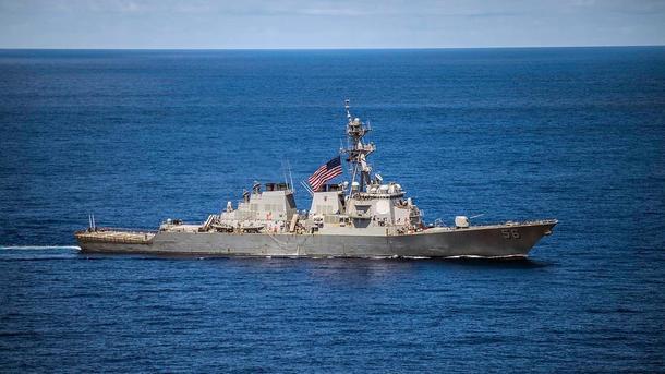 Ракетный эсминец ВМС США столкнулся сторговым судном близ берегов Малайзии