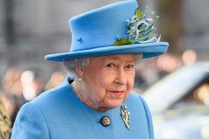 Елизавета II не собирается уступать престол принцу Чарльзу - СМИ