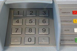 Видеохит: вор увез банкомат на погрузчике