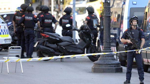 Исполнитель теракта вБарселоне зарезал человека вовремя погони— милиция