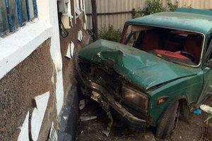 В Донецкой области пьяный водитель сбил столб и пешехода