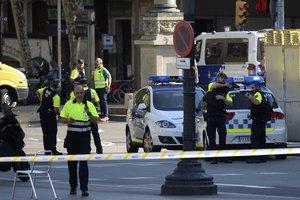 Теракт в Барселоне: появились фото убийцы, покидающего место трагедии