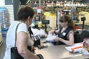 В супермаркетах Украины незаконно обыскивают покупателей