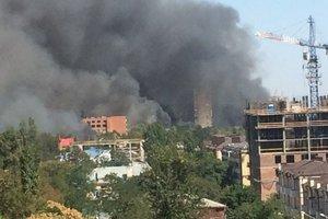 В крупном российском городе пожар, пылает целый квартал