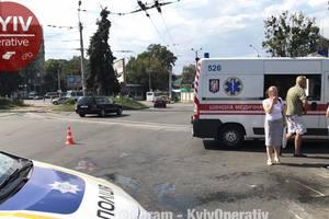 В Киеве тягач переехал женщину, ей могут ампутировать руку и ногу