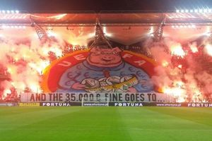 """Легию"" накажут за баннер, сравнивающий УЕФА со свиньей"