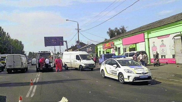 ВОдессе автомобиль протаранил людей: есть пострадавшие