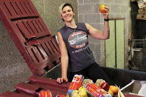 Медсестра из Сиднея экономит на еде, питаясь продуктами из помойки
