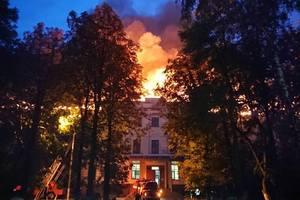 От удара молнии в Харькове загорелось здание суда