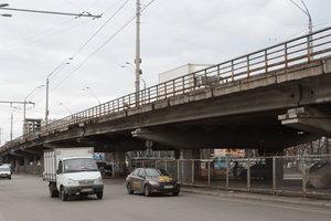 Завтра в Киеве восстановят основное движение транспорта по путепроводу на Нивках