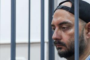 В России известного режиссера отправили под домашний арест