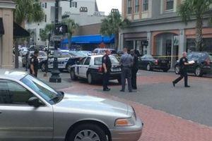 В США вооруженный мужчина взял в заложники 30 человек в ресторане