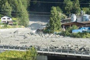 После оползня в Альпах спасатели ищут 14 пропавших человек