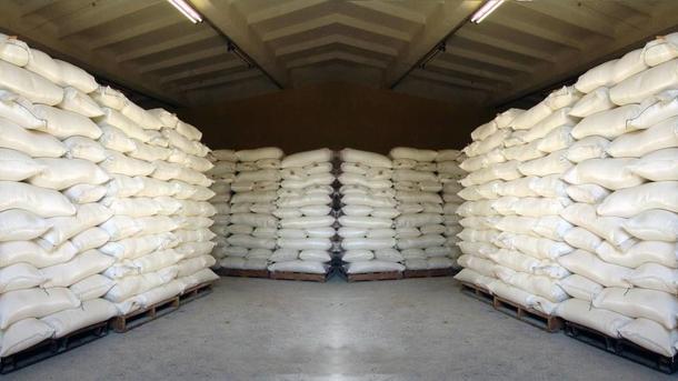Развесные продукты хранятся на складах на специальных поддонах. Фото: из открытых источников