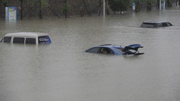Cотрудники экстренных служб ликвидируют последствия урагана Харви вТехасе