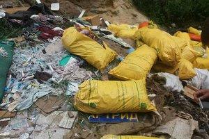 В лесу под Киевом нашли свалку медицинских отходов