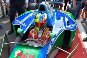 Сын Шумахера проехал на болиде отца в честь первой победы легендарного гонщика