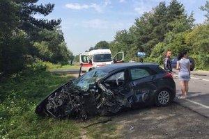 На трассе Львов-Краковец столкнулись грузовик и легковушка