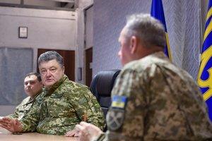 Порошенко прибыл на Донбасс и провел совещание с военными