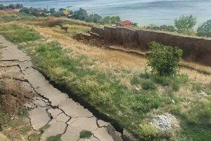 Масштабный оползень под Одессой: в селе срочно отключают газ, воду и электричество