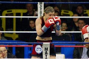 Непобежденная чемпионка мира по боксу умерла в возрасте 26 лет