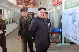 """Ким Чен Ын назвал последнее ракетное испытание КНДР """"прелюдией"""" к удару по Гуаму"""