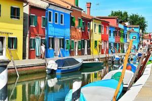 Пять самых удивительных и красочных городов мира