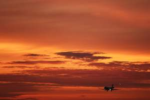 Видеохит: посадка самолета во время смерчей