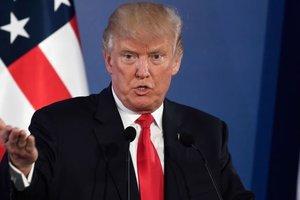 """Трамп назвал ураган """"Харви"""" самым крупным ударом стихии в американской истории"""