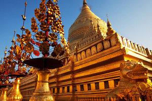 В Мьянме россиянку посадили в тюрьму за хождение по храму в обуви