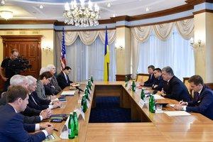 Порошенко призвал Конгресс США дать Украине оружие